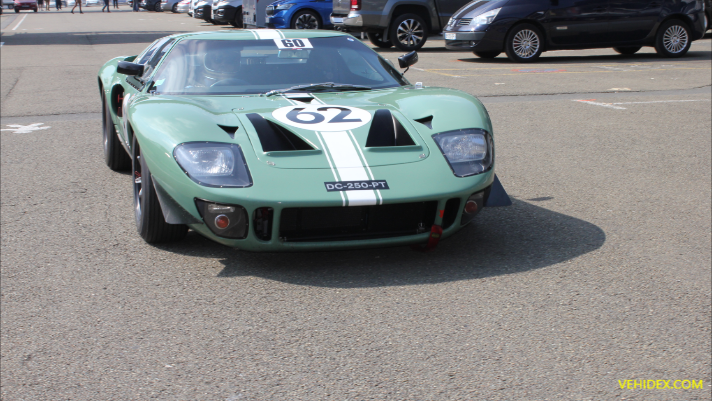 Ford GT 40 - Auto Racing TrackDay
